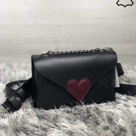 Кожаная женская сумка-клатч Lera черного цвета с красным сердцем