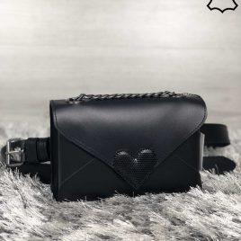 Кожаная женская сумка-клатч Lera черного цвета с черным сердцем